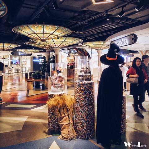 """""""中厅的展示摊位也是不断更新变化,负三楼不时有展览,有兴趣的同学可以定期了解一下_K11购物艺术中心""""的评论图片"""