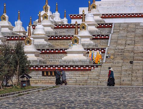 稻城白塔旅游图片