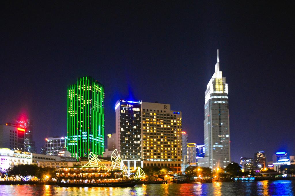 西贡河夜景