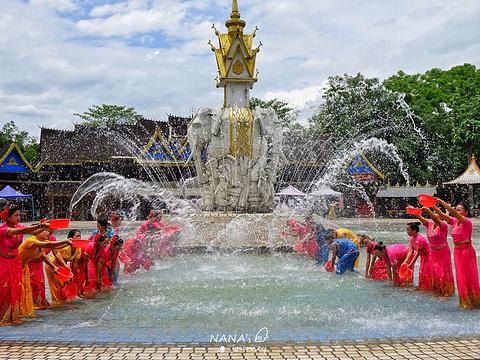 西双版纳泼水广场旅游景点图片