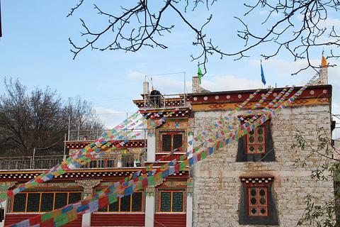 中路藏寨古碉群