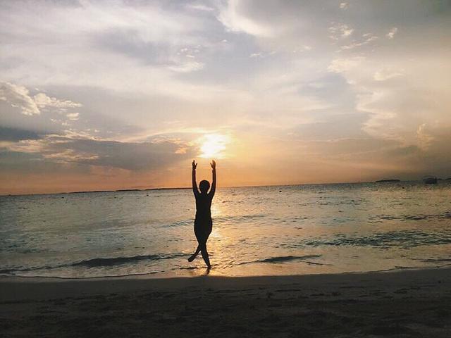"""""""库达班度士岛很小,圆形岛,一圈大概也就十分钟的样子,方便看日落也方便看日出。沙滩很细,海也比较清澈_班度士岛""""的评论图片"""