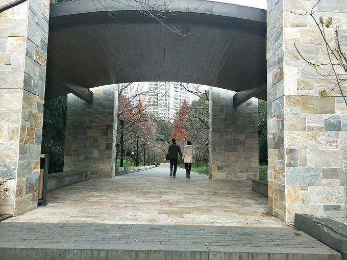 延安中路大型公共绿地段图片
