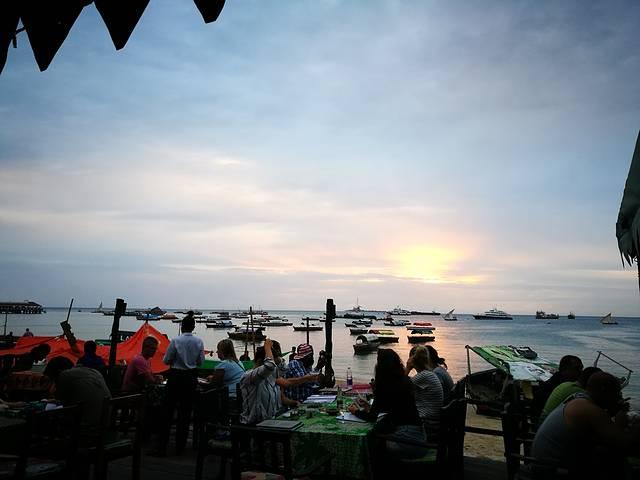 天堂在左,桑岛在右--坦桑尼亚桑给巴尔岛