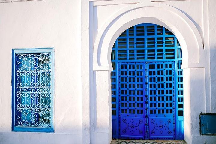 """""""蓝白小镇(SIDI BOU SAID)全名西迪布萨义德,位于突尼斯首都突尼斯城东北部,之所以称..._蓝白小镇""""的评论图片"""