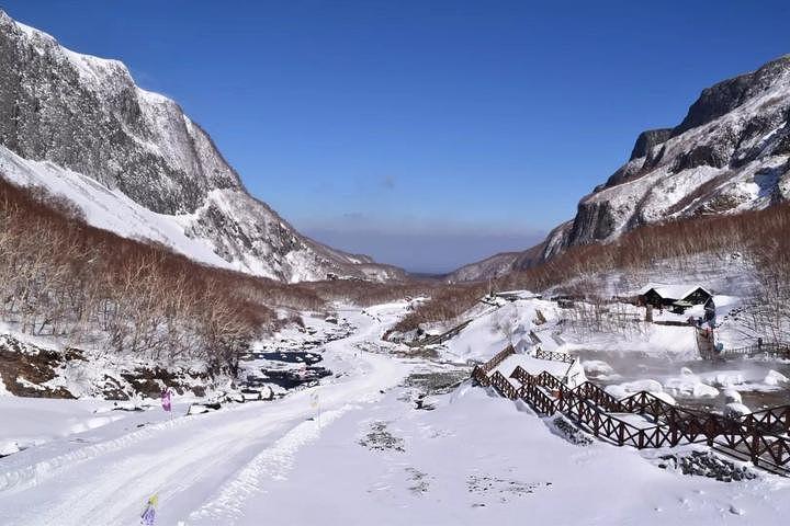 """""""其实游览长白山最好的季节是在夏秋,且长白山,是很好的避暑胜地,冬季的话,干燥寒冷,游人比较少,..._长白山景区""""的评论图片"""