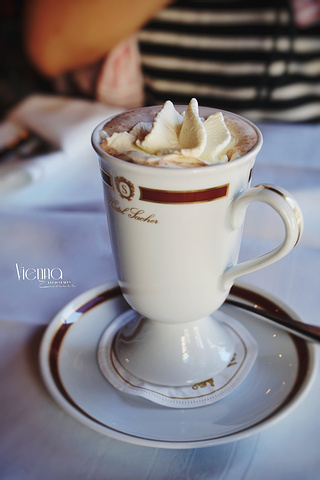 """""""基本都是以这是一款最佳的/优雅的/皇室喜爱的/你不会后悔的巧克力开头,它是由@#$%^&的原料,通过_沙赫咖啡馆""""的评论图片"""