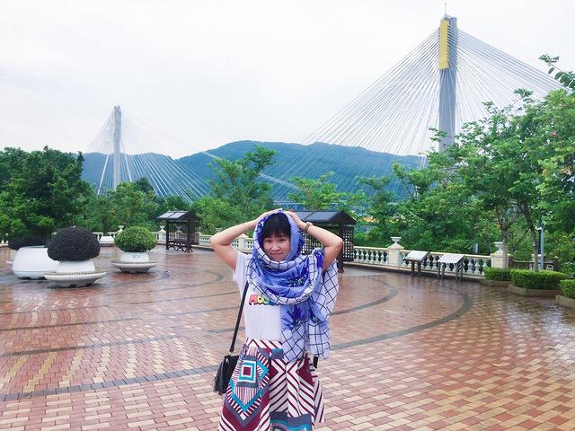 """""""...不设人行道,因此游客无法步行于青马大桥观光,不过政府在青衣西北部设立了青屿干线访客中心及观景台_青马大桥""""的评论图片"""