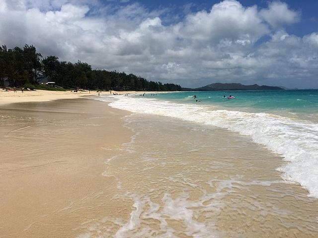 """""""...色,阳光沙滩永远是我的最爱,在沙滩上喝杯咖啡看本书头上无数战机掠过身后炮弹纷纷炸开永远是我的梦_怀马纳洛海滩""""的评论图片"""