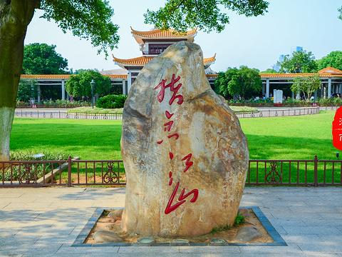 毛泽东青年艺术雕塑旅游景点图片