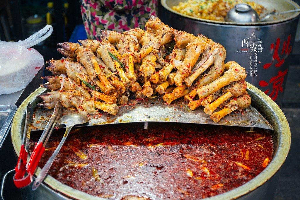 【吃遍西安】从回民街出来才发现,回民街只是西安美食的开始(深夜慎点)!!!