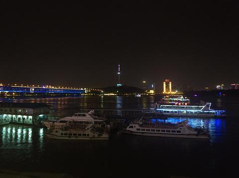 武昌江滩的图片