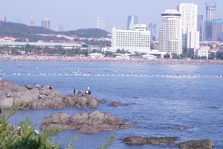 """""""鲁迅公园是青岛最富特色的临海公园。从这栋建筑出来,就是鲁迅公园。▲是的,这些都是在公园里拍的_鲁迅公园""""的评论图片"""