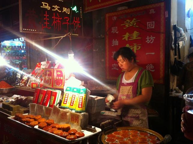 2017西安回民街是西安著名的美食文化街区,是