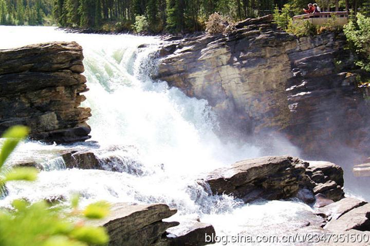 """""""老王的这双""""小红""""一样是魅力风景中的亮点。著名的弓河瀑布(Bow Falls)就在班芙温泉酒店附近_加拿大落基山怀特博物馆""""的评论图片"""