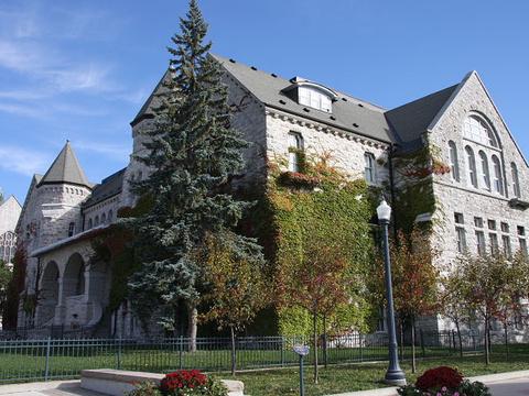 皇后大学旅游景点图片