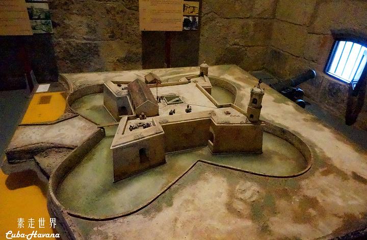 """""""离开书摊,眼睛被一个古堡式的建筑吸引过去..._Castillo de la Real Fuerza""""的评论图片"""