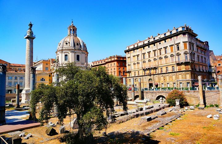 """""""整个广场最佳的观赏位置是在威尼斯宫的顶部的阳台,正好对着图拉真广场,也是最好的拍摄位置_图拉真广场""""的评论图片"""