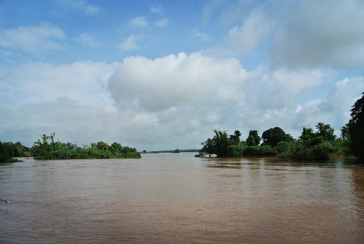 """""""【推荐时间】对于水来说,我最爱的便是其日出和日落时分的多彩身姿。湄公河蜿蜒流淌,养育了沿岸的许多民族_湄公河""""的评论图片"""