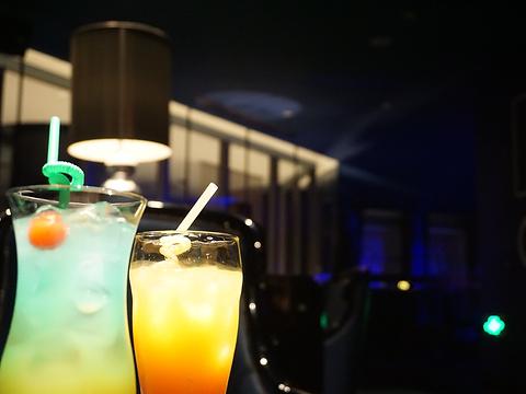 唐拉雅秀中国蓝酒吧旅游景点图片