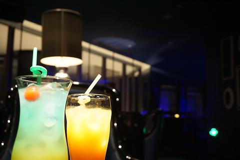 唐拉雅秀中国蓝酒吧