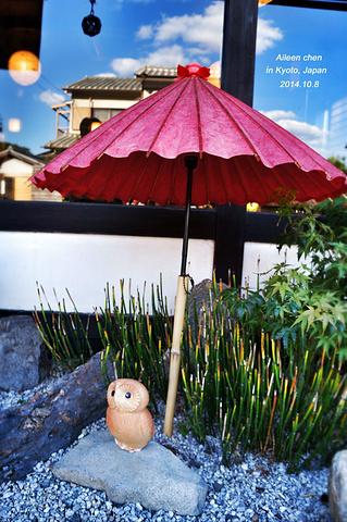 """""""在寺院林立的嵯峨野,保存着这么一座古朴的茅舍,足见日本人对俳句传统的尊重。同样精致的庭院设计_落柿舍""""的评论图片"""