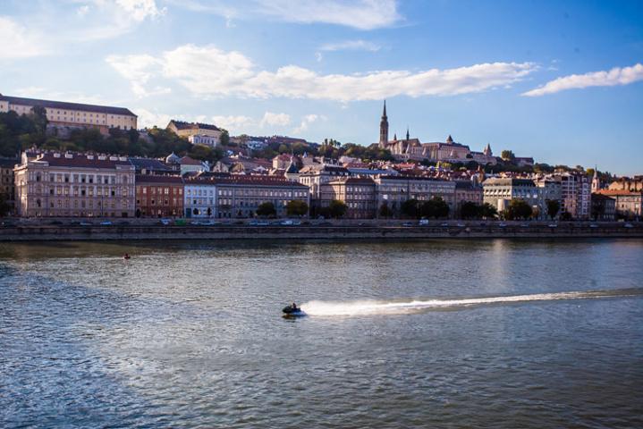"""""""走进布达佩斯,一定要到多瑙河畔,即使什么也不做,只是安静的漫步,也能感受到来自这条美丽河流的独特魅力_多瑙河""""的评论图片"""