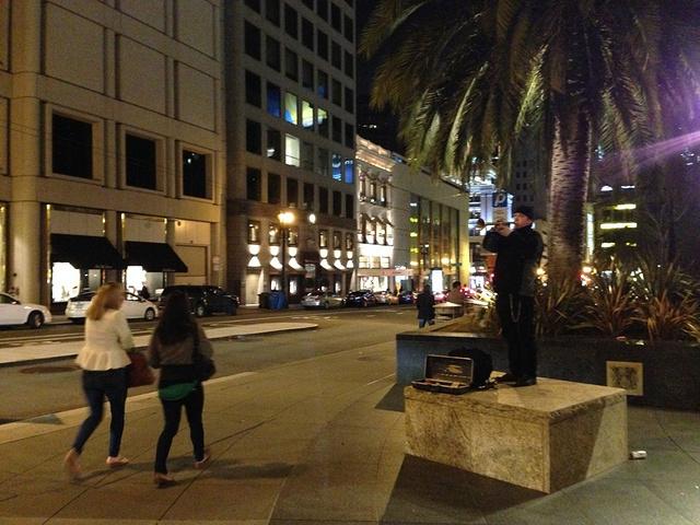 """""""联合广场(Union Square)到了,任何地方的广场都有着聚集的人群,集中的商业,这里也是一样_联合广场""""的评论图片"""