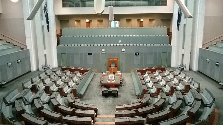 """""""大厦周围绿草如茵,在蓝天白云的映衬下,尤为和谐_澳大利亚国会大厦""""的评论图片"""