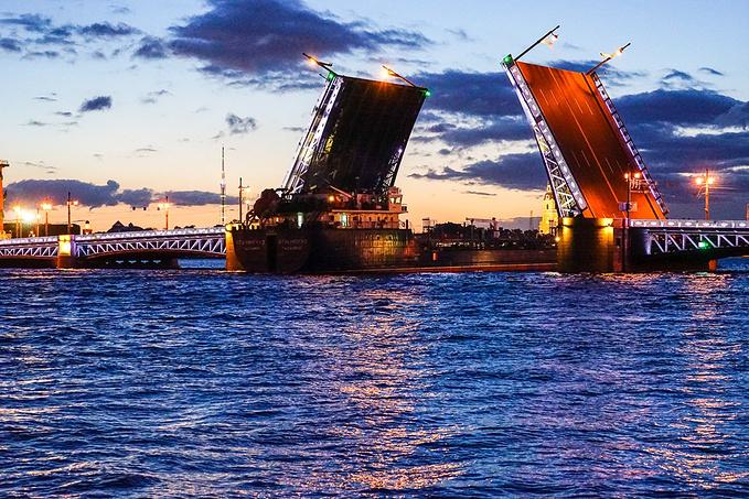涅瓦河开桥奇观图片