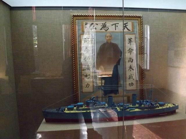 """""""若从门楼进去往西走,最先看到的则是煦园,亭台楼阁、小桥流水,里面保留着许多著名遗址景点_南京总统府""""的评论图片"""