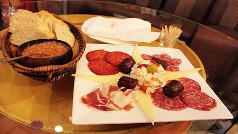Barcino Wine and Tapas Bar旅游景点攻略图