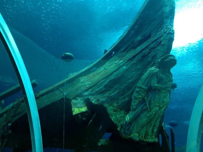 海底互动船图片