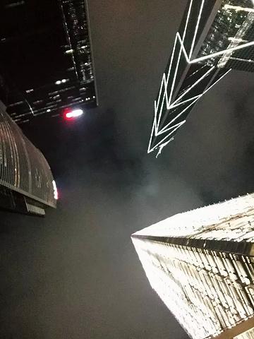 """""""叮叮车也很好玩、新时代广场、鹅颈桥下打小人、山顶缆车、兰桂坊~这个一定要去的哦,很有意思的_中环至半山自动扶梯""""的评论图片"""
