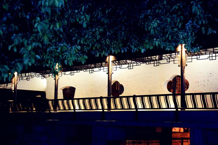 """""""【最佳旅游时间】:春夏秋时节,冬天相对淡季,夜景也没那么好看。如果入住景区里面的客栈,门票可以减半_送子来凤桥""""的评论图片"""