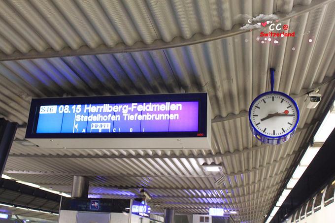 乘坐火车图片