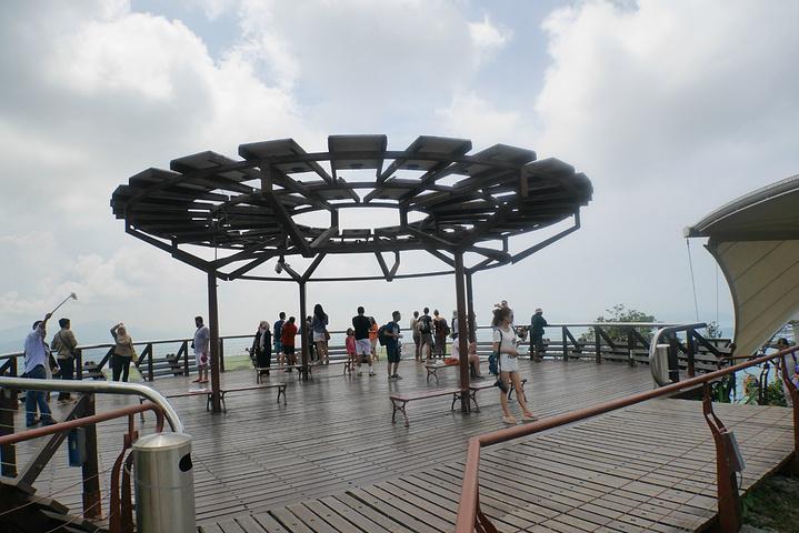 """""""兰卡威的景点不算多,天空之桥是最不能错过的。    天空之桥距离瓜镇和珍南海滩都差不多半小时车程_天空之桥""""的评论图片"""