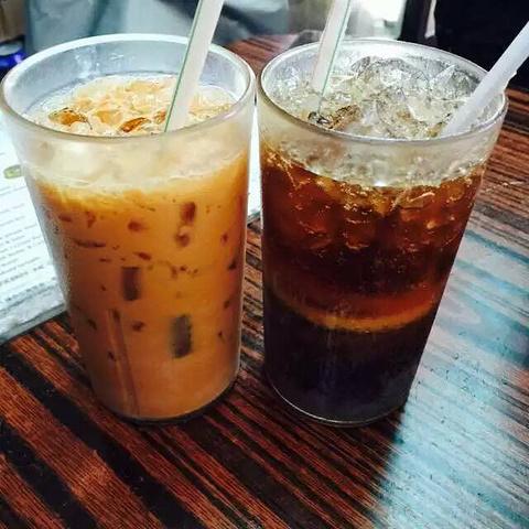 """""""奶茶与冻柠檬茶,这里的奶茶非常好喝,又香又滑,冻柠茶不算很甜,还是挺OK的_胜香园""""的评论图片"""