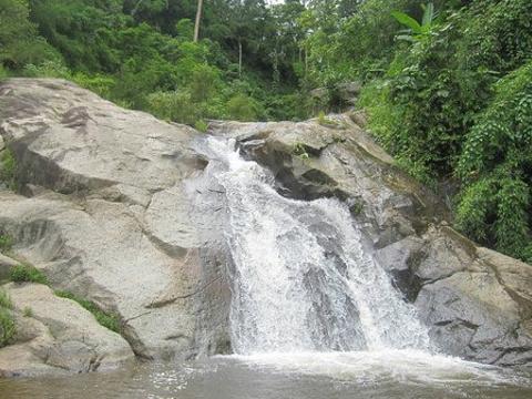 摩摆瀑布旅游景点图片