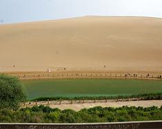 去大西北广袤的大地上,感受黄沙飞扬的壮观