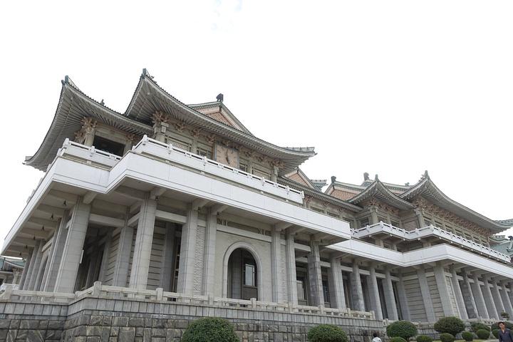 """""""这个地点不是人民大学,正确的短句方法是:朝鲜-人民-大-学习堂就是很大的,学习的地方_人民大学习堂""""的评论图片"""