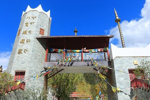 八角碉藏寨旅游图片