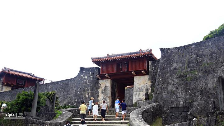 """""""其中的守礼门是冲绳的象征,也是首里城的著名景点。_首里城公园""""的评论图片"""