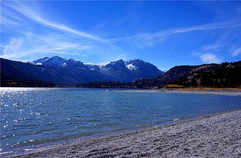 六月湖的图片