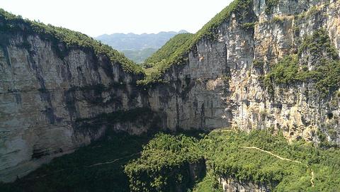 天坑地缝旅游景点攻略图