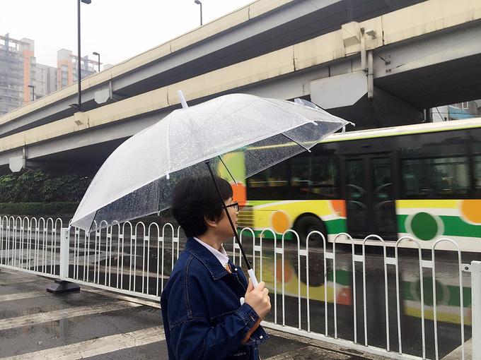 雨中太古仓图片