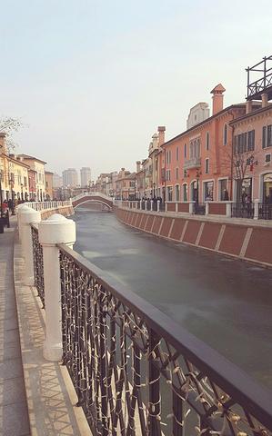 """""""除了逛街外,大家也可以好好欣赏欣赏小镇的风光~威尼都里的景色。购物的心情也是不错的~很有异国风情_佛罗伦萨小镇京津名品奥特莱斯""""的评论图片"""