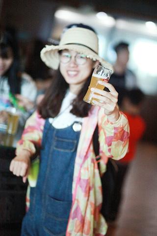 """""""一排排的海鲜大排档、酒吧,看起来都很有食欲,适合一群人的狂欢,我们也就此带过了_青岛啤酒街""""的评论图片"""