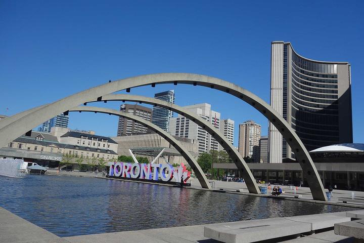 """""""是多伦多举行各种活动如音乐会、艺术表演、灯饰节等的地方_旧市政厅""""的评论图片"""