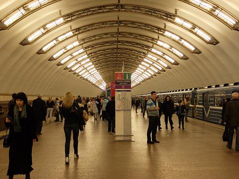 Ploschad Vosstaniya地铁站旅游景点图片
